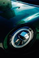 detalj i bilstrålkastare foto
