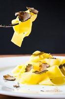 pasta med tryffel. foto