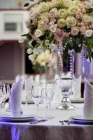 middag bröllop bord inställning foto