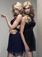 två vackra damer foto