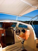 modern båtcockpit foto