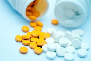 tabletter och kapslar foto