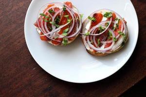 botad lax med bagels och gräddost foto