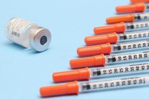 synkroniseras med injektionsflaskan