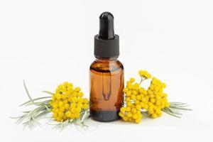 helichrysum eterisk olja på bärnsten flaska foto