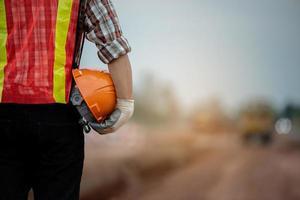 byggnadsingenjör som övervakar arbetet