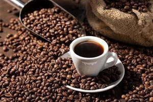 espressokaffe och rostade bönor foto