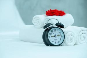 vakna upp begreppet svart väckarklocka foto