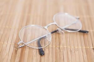 optiska runda glasögon foto