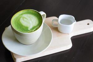 matcha latte kopp grönt te foto