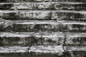 grå betong trappor