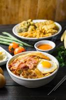 koreansk ramen soppa foto