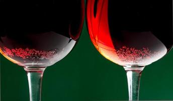 röda whine glasögon foto