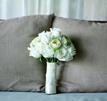 den vackra bröllopsbuketten med färsk blomma foto