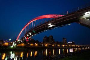 vacker bro i taipei foto