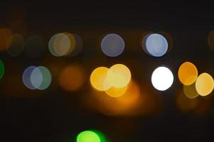 defokuserade ljus i staden foto
