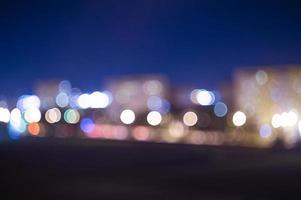 defokuserade stadsljus foto
