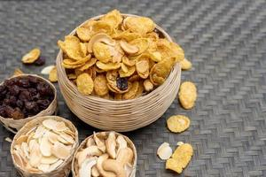snacks i flätade skålar