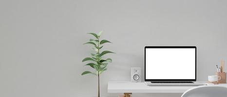 bärbar datormodell på hemmakontoret foto