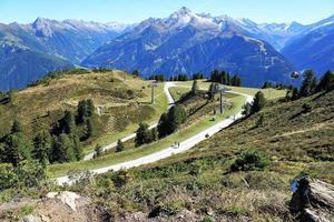 sommarlandskap i de österrikiska alperna