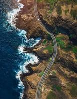 Flygfoto över kustvägen foto