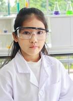 barnforskare i labb foto