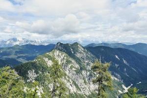höga alpina bergstoppar foto