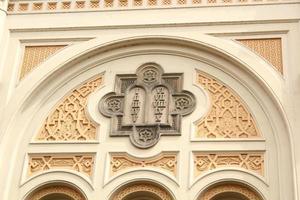 fasaden på en judisk kyrka foto