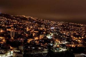 natt utsikt över Valparaiso, Chile