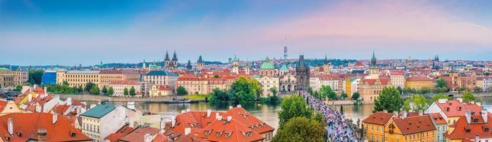Prag stadens stadssilhuett foto