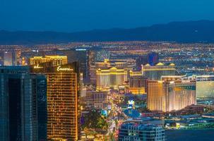 panorama stadsbild utsikt över Las Vegas vid solnedgången foto