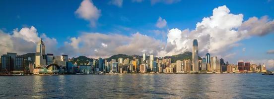 Victoria Harbour och Hong Kong Skyline foto