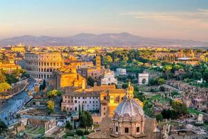 utsikt över Rom centrum vid solnedgången foto