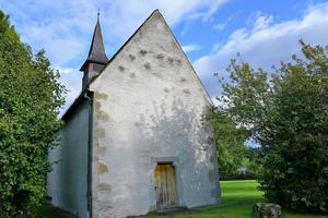 liten kyrka i Schweiz foto