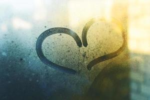 dimmigt fönster hjärtsymbol