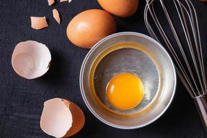 äggulor och äggprotein foto