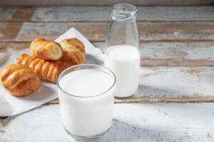 bröd och mjölk foto