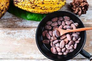 rå kakaobönor och kakaobönor