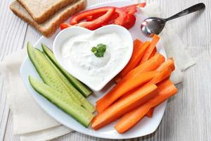 grönsaker med gräddfil foto