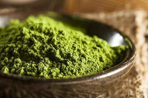 rå organiskt grönt matchat te foto