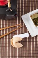 tekopp och ätpinnar foto