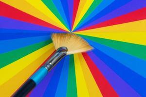 konstnär pensel och färgkarta foto