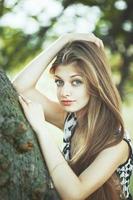 ung vacker flicka utanför porträtt. olika känslor. foto