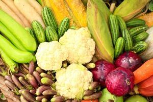 frukt och grönsaker, naturligt stilleben för hälsosam mat foto