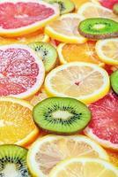 färsk frukt bakgrund med skiva foto
