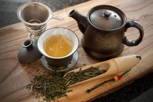 kopp grönt te och tillbehör foto