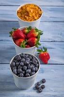 ingredienser för en hälsosam frukost med frukt foto