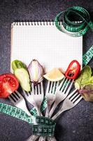 dietmåltid. grönsaksallad i en skål