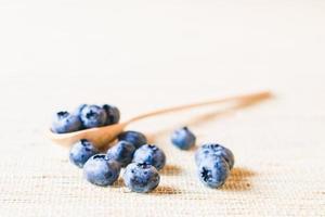 färsk söt blåbärfrukt. grunt skärpedjup foto