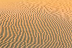 sandvågor korsar foto